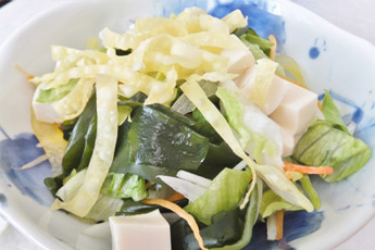 豆腐とわかめのサラダ